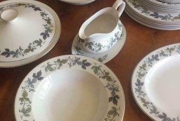 Royal Doulton 'Burgundy' dinner set